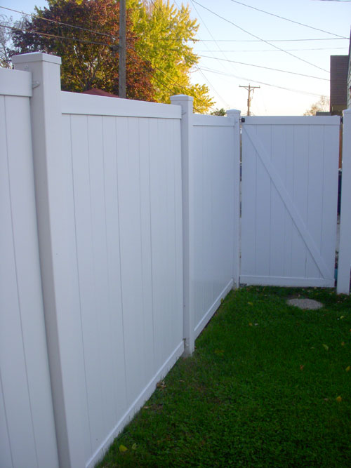 vinyl fence panels and posts add beauty with virtually no maintenance